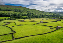 Swaledale Barns And Stone Walls