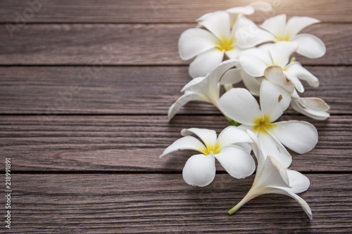 Foto op Plexiglas Magnolia White frangipapi flower on wood table with copy space for background.