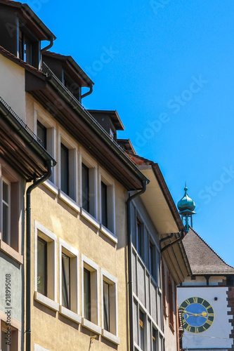 Spoed Foto op Canvas Oude gebouw View on the ancient buildings with the Schwabentor clock tower in Freiburg im Breisgau, Germany on a sunny day.
