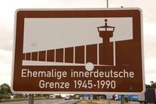 Schild An Der Autobahn Bei Hel...