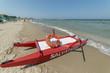 barca di salvataggio sulla spiaggia