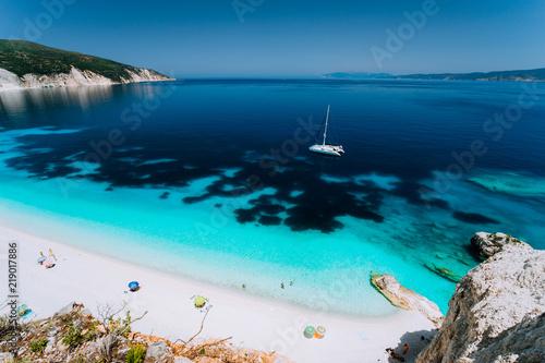 Fotografia  Azure water of Fteri beach, Cephalonia Kefalonia, Greece