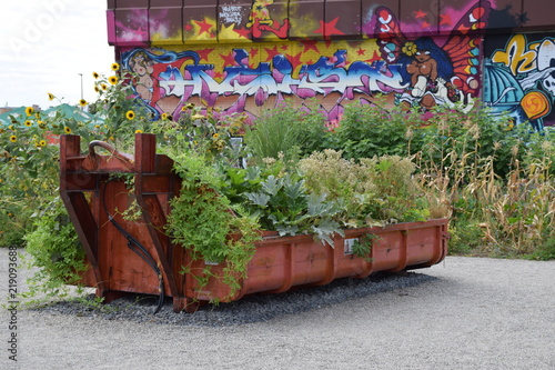 Bepflanzter Container Als Mobiler Garten Buy This Stock Photo And