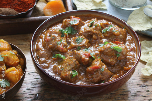 Canvas-taulu traditional indian curry meal