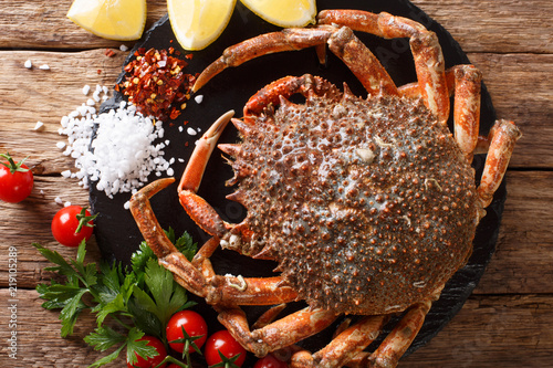 Photo  Preparation for cooking food spider crab with fresh ingredients close-up on a table