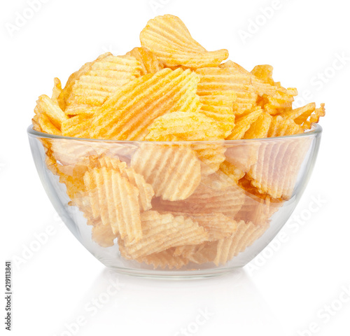 Fotografía  Crinkle cut potato chips in bowl isolated on a white background