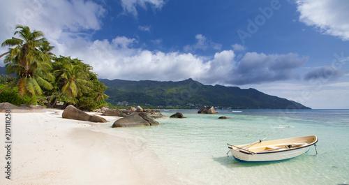 Plage paradisiaque de Beau Vallon, Seychelles