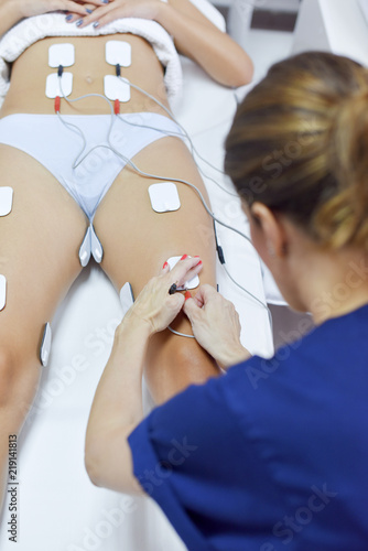 Deurstickers Akt Treatment with electro stimulation