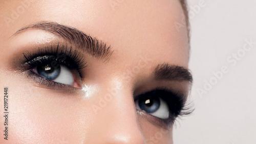 Canvas Print Macro shot of woman's beautiful eye with extremely long eyelashes