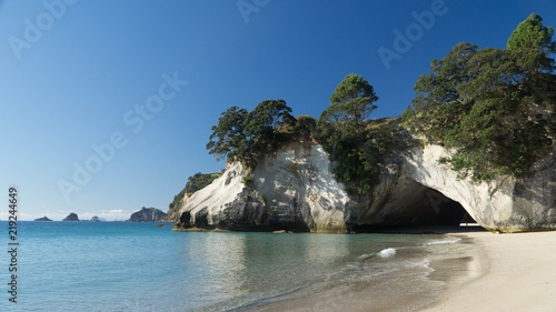 Foto op Canvas Cathedral Cove Sunny day around Cathedral Cove in Coromandel, New Zealand