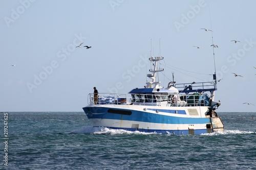 chalutier navigant en mer d'iroise,finistère,Bretagne