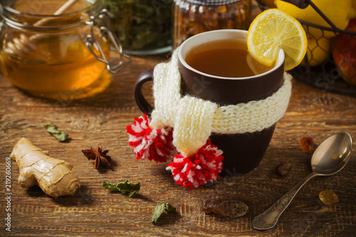 Foto op Aluminium Thee Cup with scarf with hot tea.