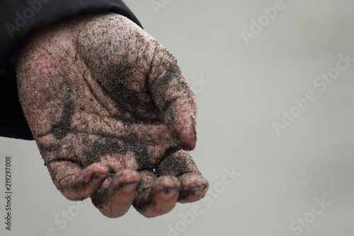 Photo  砂だらけの手