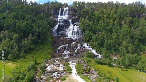 Küchenrückwand aus Glas mit Foto Wasserfalle Aerial view of Tvindefossen or Tvinnefossen waterfall near Voss in Norway