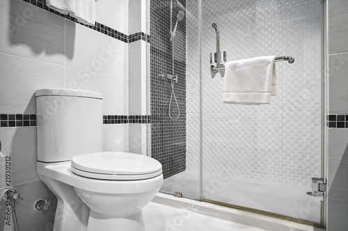 Carta da parati  Concept of modern decoration design of bathroom for luxury hotel, residential