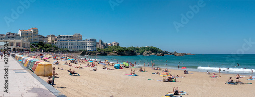 Foto auf Gartenposter Stadt am Wasser View of Biarritz beach by the Atlantic ocean, France