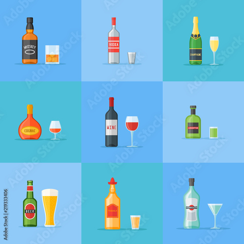 Photo Set of bottles and glasses with alcohol drinks