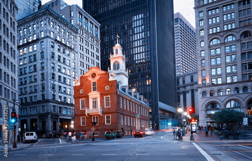 Stampa su Tela Old State House at night in Boston, USA