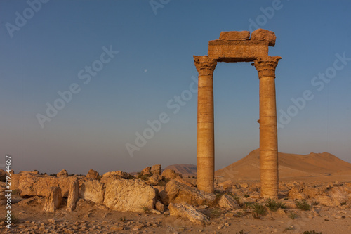 Photo Palmyra -  the desert ruins of the ancient Aramaic city in Syria