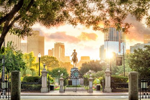 Photo George Washington monument in Public Garden Boston Massachusetts