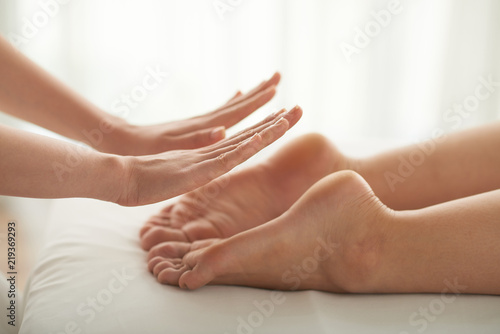 Photo  Feet of woman attending reiki therapy, selective focus