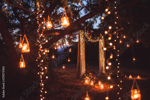 Fotomural Night wedding ceremony with a lot of lights, candles, lanterns