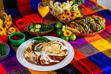 Enchiladas De Mole Con Pollo Y...