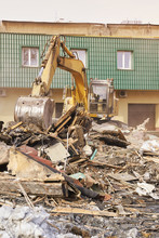 Demolition House Using Excavat...