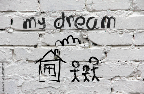 Fotografia Brick wall with children's drawing of the house and family