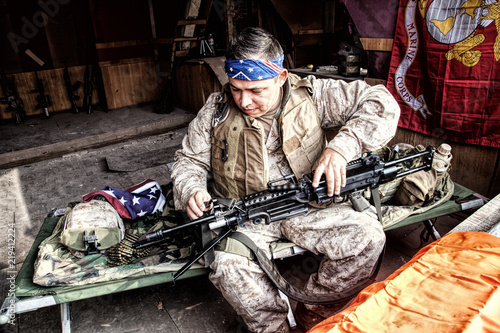Photo Marine Corps machine gunner with confederate flag bandana on head, disassembling