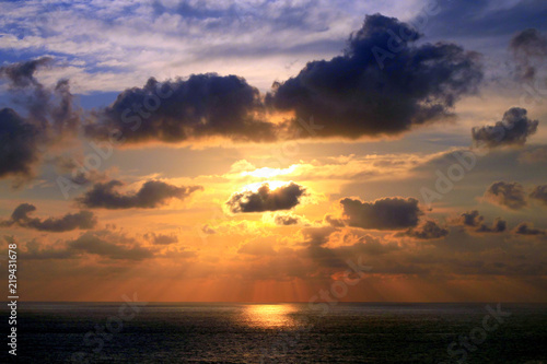 Fotografia, Obraz  Sunset and Sunbeams through Tropical Clouds Formation over Acapulco Bay