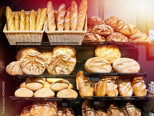 Deurstickers Bakkerij Fresh bread on shelves in bakery