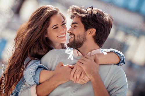 Lovely happy couple Fototapete