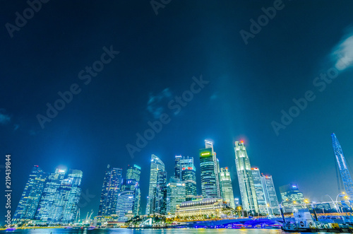 SINGAPORE - 17 Jul 2014: Wide angle view of the Business District at night, in Singapore Tableau sur Toile