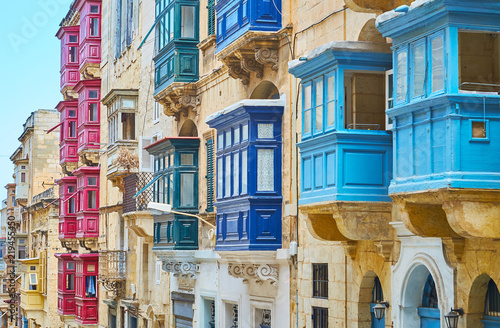 Photo Colored Maltese balconies of Republic street, Valletta, Malta