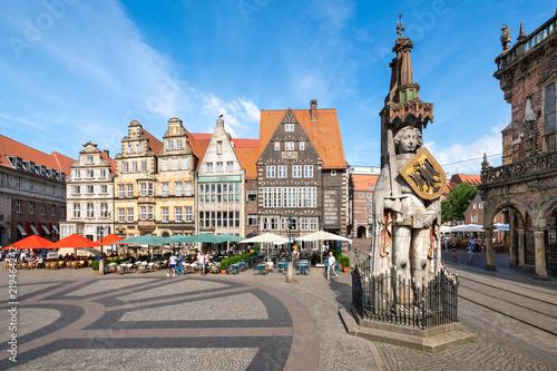 Foto auf Leinwand Europäische Regionen Historischer Marktplatz in Bremen mit Roland Statue