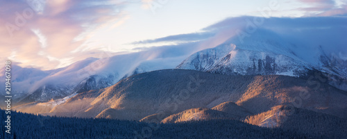 Photo sur Aluminium Rose clair / pale Winter landscape in the mountains