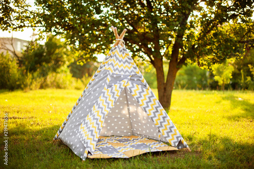 Foto Kids house wigwam sitting outdoor