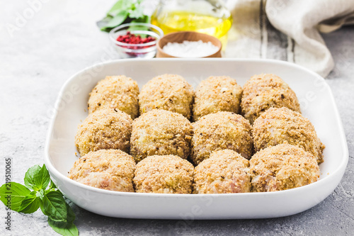 Papel de parede  Healthy oven baked chicken rissoles on baking dish, ready for cooking