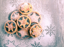 Christmas Sweet Mince Pies With Icing Sugar