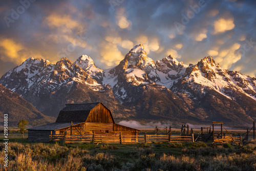 Fotografia, Obraz Morning light over John Moulton Barn at the Grand Tetons National Park