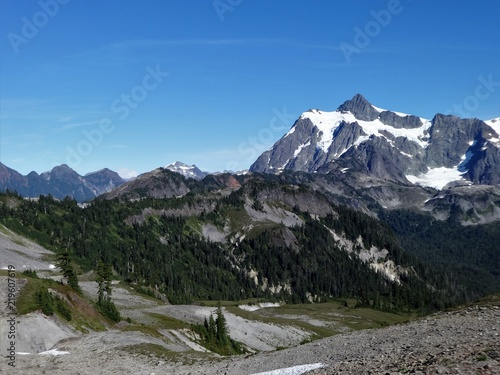 Fotografie, Obraz  A panoramic view of Mount Shuksan from Chain Lakes trail