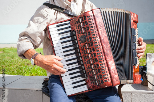 Fotografia, Obraz elderly man playing the accordion outdoors