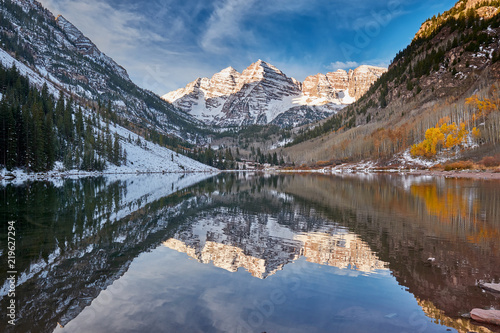 Montage in der Fensternische Gebirge Maroon Bells and Maroon Lake landscape