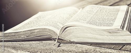 Photo  aufgeschlagene Bibel