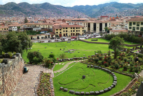 Tuinposter Zuid-Amerika land Garden Outside Coricancha Temple in Cusco of Peru, with the Symbol of Inca Mythology of Condor, Puma and Snake