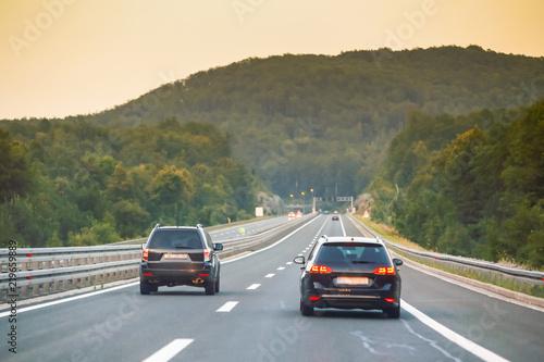 Pinturas sobre lienzo  Car driving on the highway