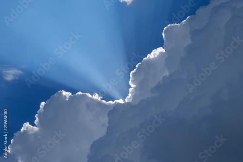 Foto  Nuage avec rayon de soleil