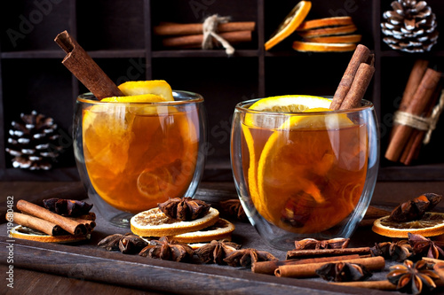 Foto op Plexiglas Thee Still life with tea cup on dark background