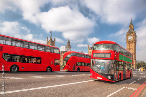 Poster Londres bus rouge Big Ben with red buses in London, England, UK
